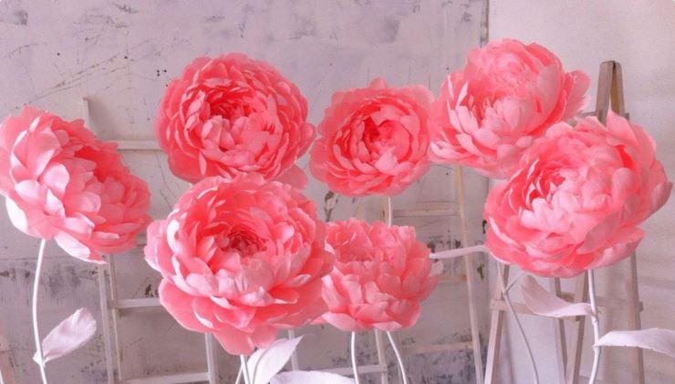 Большие бумажные цветы