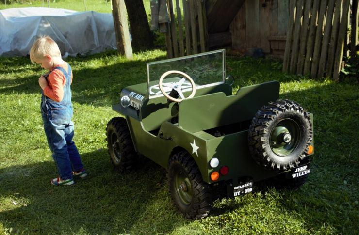 Машина из фанеры для детской площадки