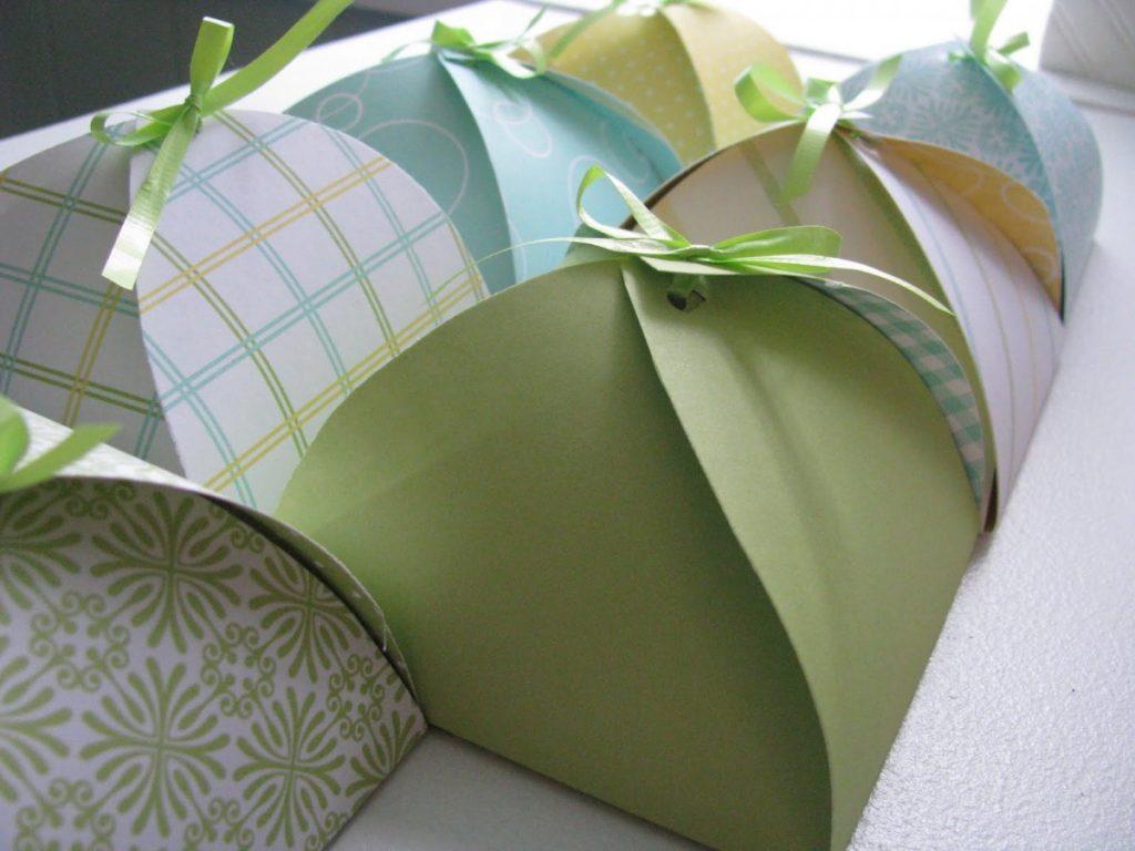 Упаковка подарка из цветной бумаги своими руками